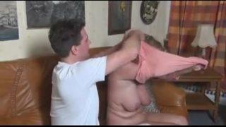 Tia madura tetona pide masaje al sobrino xxx videos de maduras